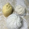 Отдается в дар Вязаные женские шапочки