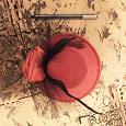Отдается в дар Заколка в виде шляпки на праздник.