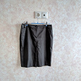 Отдается в дар Две офисные юбки 42 размер