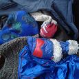 Отдается в дар Мешок одежды, носков и жилеты вязаные.