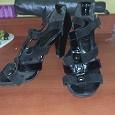 Отдается в дар Черные женские босоножки на каблуке, 40 размер
