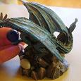 Отдается в дар Статуэтка дракона со стеклянным шаром