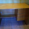 Отдается в дар Письменный стол деревянный б/у