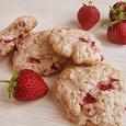 Отдается в дар Печенье сдобное, медовое, в коробочке начинка клубника!)) 420 гр.