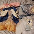 Отдается в дар Одежда от фарфоровых кукол