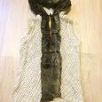 Отдается в дар Вязанный длинный жилет с капюшоном без рукавов с искусственным мехом и деревянными пуговицами