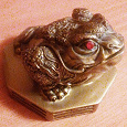 Отдается в дар Статуэтка «лягушка»