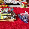 Отдается в дар Детские книги и детали робота-трансформера
