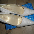 Отдается в дар Туфли белые, б/у, размер 39.