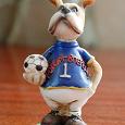 Отдается в дар Фигурка: собака с футбольным мячом