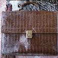 Отдается в дар кожаный (?) ретро-портфель из «крокодила»