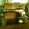 Отдается в дар Швейная машинка Зингер с ножным приводом на станине