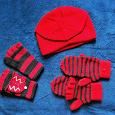 Отдается в дар Шапочка, манишка и рукавички