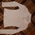 Отдается в дар блузка женская, р-р 42-44, спереди на молнии, белая, синтетика