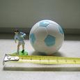 Отдается в дар Фигурка футболиста из футбольного мяча