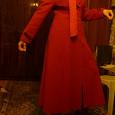 Отдается в дар Красное длинное пальто.
