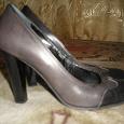 Отдается в дар Туфли, серые, 38-ой размер, каблук 10см, очень устойчивая удобная колодка, в отличном состоянии.