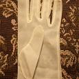 Отдается в дар Одинокая белая перчатка (ретро)