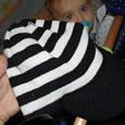 Отдается в дар новенькая полосатая шапочка-кепочка