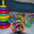 Отдается в дар Пакет игрушек и стопка детских книг
