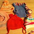 Отдается в дар Вязаные шапочки для девочки 1-2х лет