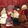 Отдается в дар шапки и шарфы