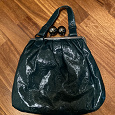 Отдается в дар Зелёная лаковая сумка