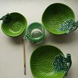 Отдается в дар Посуда (зеленые тарелки-листья плюс кружка)