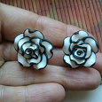 Отдается в дар серьги-гвоздики роза ручной работы новые