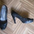 Отдается в дар чёрные туфли на высоком каблуке, размер 37, 5-38