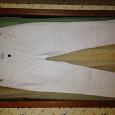 Отдается в дар Белые джинсовые капри, примерно 46 размер