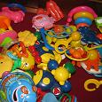 Отдается в дар пакет погремушек и игрушек для малышей