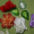 Отдается в дар Цветы искусственные, лепестки, 2 вишенки
