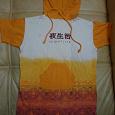 Отдается в дар этническая футболка с капюшоном, с иероглифами