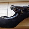 Отдается в дар Туфли женские черные с отделкой лаком и пуговицами