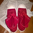Отдается в дар Кеды красные (36 размер)