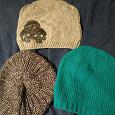 Отдается в дар Три новые шапочки и огромный шарф