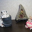 Отдается в дар две фигурки и свечка декоративная