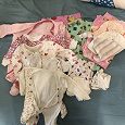 Отдается в дар комплект одежды для новорожденной девочки