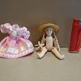 Отдается в дар Фарфоровая куколка + платье для неё