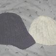 Отдается в дар Женские шапочки.
