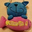 Отдается в дар Мягка игрушка «Котик с рыбкой»