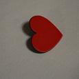 Отдается в дар Значок в форме красного сердечка матовый