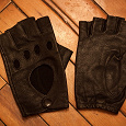 Отдается в дар Кожаные перчатки без пальцев