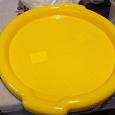 Отдается в дар Пластиковая посуда — большие миски, подносы
