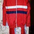 Отдается в дар Спортивный костюм красного цвета.