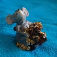 Отдается в дар Фигурка мышь с деньгами