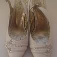 Отдается в дар Туфли белые 35 размер