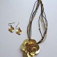 Отдается в дар Бижутерия «Розы золотые» (комплект)