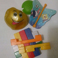 Отдается в дар Мелкие игрушки. конструктор, мячик, юла из коробки с хлопьями.
